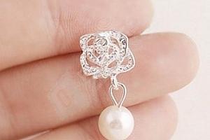 Dámské náušnice s květinou a perlou...