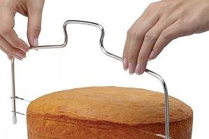 Nastavitelný strunový nástroj na krájení dortu...