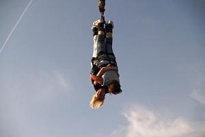 Bungee jumping z jeřábu...