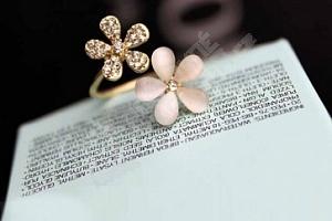 Dámský prsten s květy...