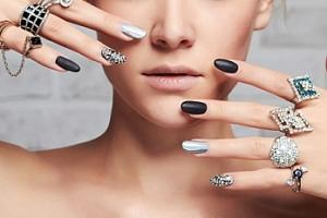 Nové gelové nehty včetně zdobení nebo doplnění...
