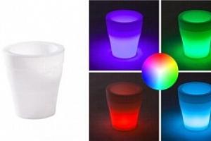 LED květináč měnící barvy...