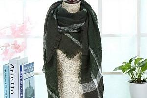 Kostkovaný šátek na krk...