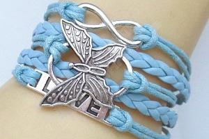 Barevný pletený náramek s motýlkem...