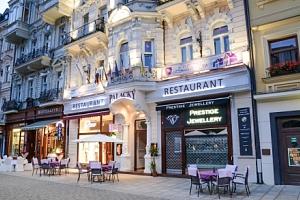 Karlovy Vary s polopenzí a vstupem do lázní...