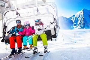 Rakouské Alpy u ski areálu s polopenzí a wellness...