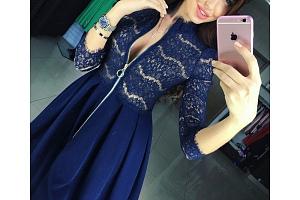 Dámské šaty s áčkovou sukní...