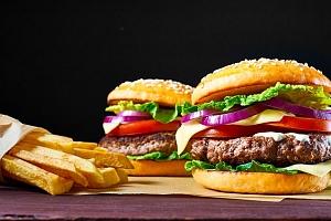 2x 250gramový hovězí burger s hranolky...