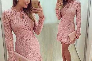 Růžové šaty s krajkou...