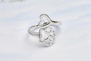 Roztomilý prsten se zvířecí tlapkou...