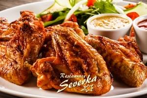 1000 g pečených kuřecích křídel, dresing dle výběru a ošatka pečiva...