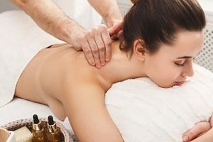 30–60minutová masáž zad i nohou...