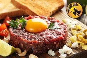 400g namíchaný tatarský biftek s neomezeným množstvím topinek...