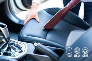 Profesionální ruční čištění interiéru vozidla...