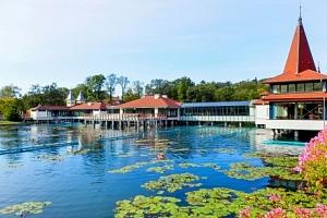 Hévíz se vstupem k termálnímu jezeru a neomezeným wellness...