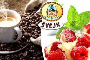 Horké maliny se zmrzlinou a šlehačkou a k tomu káva presso pro jednoho v restauraci Švejk....