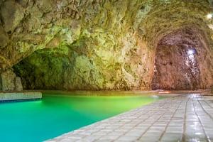 Miskolc v penzionu Tapolca Fogadó *** s polopenzí a slevou do jeskynních lázní...