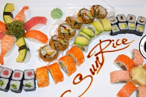 Set 30 nebo 40 kousků výborného sushi ve vietnamské restauraci...