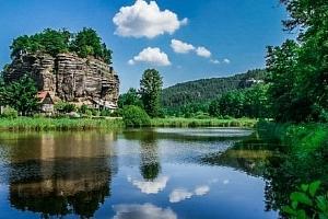 Máchovo jezero: Hotel Kamýk s polopenzí, sklenkou vína a relaxační masáží...