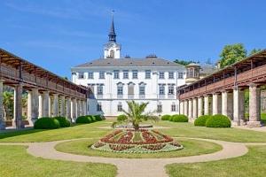 Pobyt u zámku v Hotelu Lysice *** s polopenzí, bazénem a wellness + dítě zdarma...