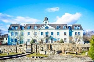 Bratislava: zámecký hotel Agatka **** u Šúrského pralesa s polopenzí a bazénem...