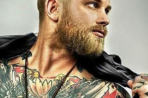 Tetování nebo úprava od známého mistra tatéra...