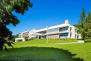 Luhačovice v Hotelu Harmonie *** s polopenzí, bazénem a wellness procedurami...