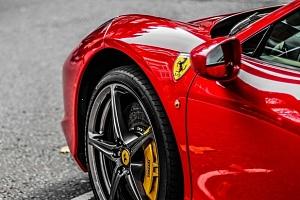 Jízda na okruhu v superautech včetně Ferrari 458 s palivem v ceně...