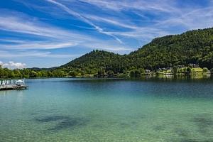Rakouské Alpy: penzion Lindenhof u jezera Klopeiner See se vstupem na pláž...