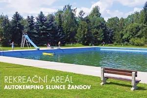2 dny pro 2-4 osoby v chatičkách v areálu s bazénem u Žandova...