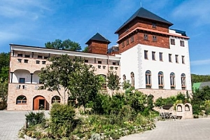 Jižní Morava s wellness, vínem i sportovními aktivitami v Hotelu Kurdějov ***...