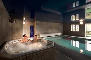 Rakovnicko: Luxusní Hotel Lions s neomezeným wellness, procedurami a polopenzí...