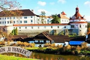 Jindřichův Hradec u zámku pro dva + polopenze, projížďka na loďce...