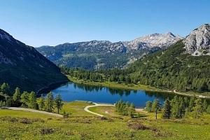 Rakouské Alpy: Hotel Tauplitzerhof *** s polopenzí, vínem a slevovou kartou...