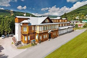 Populární Špindlerův Mlýn v luxusním 4* hotelu Sněžka se vstupem do wellness, zapůjčením…...