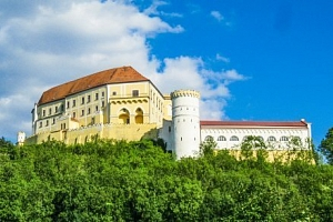 Letovice: pobyt s polopenzí v Hotelu Dermot *** u zámku a Moravského krasu...
