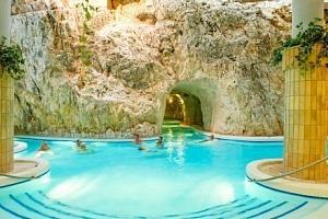 Miskolc v hotelu Öreg **** s polopenzí, saunami a vstupem do jeskynních lázní...