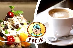 Sladké menu v restauraci Švejk. Zmrzlinový pohár s ovocem, šlehačkou a presso k tomu....