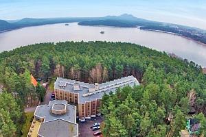 Bezva letní Máchovo jezero s ubytováním jen kousek od aquaparku + vstup do bazénu, Bezděz card a…...