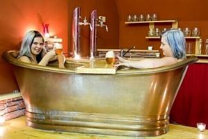 Pivní a vinné lázně Casiopea na Vysočině s koupelí, zábalem, masáží i snídaní...