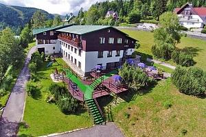 Krkonoše v létě: Špindlerův Mlýn v hotelu kousek od centra města s neomezenou finskou saunou a…...
