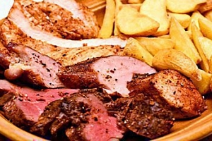 300g mix grill pro 2-4 osoby + omáčky a příloha dle výběru...