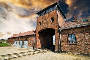 Celodenní zájezd pro 1 do koncentračního tábora v Osvětimi...