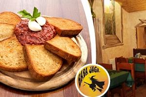 400g namíchaný tatarský biftek a neomezeně křupavých topinek v hospůdce Baba Jaga na Vinohradech....
