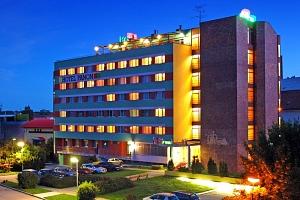 Jižní Morava v hotelu s vínem, vstupem na koupaliště, polopenzí i s balíčkem slev + 3. osoba zdarma...