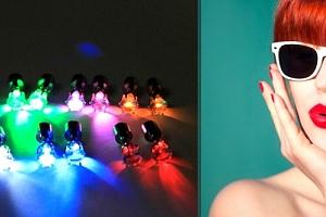 Pár svítících LED náušnic. Jsou výborným doplňkem na párty, večerní procházky apod....