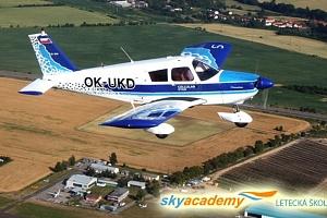 Pilotem letadla na zkoušku nebo vyhlídkový let v letecké škole Sky Academy v Příbrami...