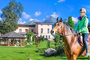 Vysoké Tatry v Penzionu Monty Ranch s polopenzí, jízdou na koni či půjčením kol...