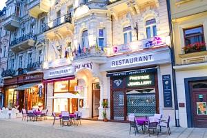 Karlovy Vary: Hotel Palacký **** přímo v centru s polopenzí a vstupem do lázní...
