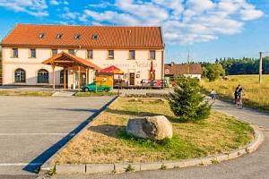 Třeboňská romantika v Hotelu Nežárka *** s privátním bazénem, snídaní a vínem...